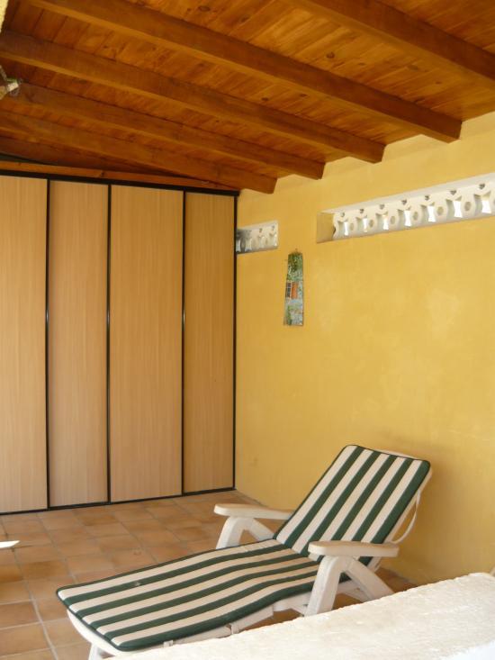 création placard 4 portes coulissantes/accès local technique piscine e