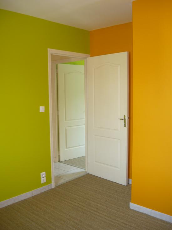 chambre orange vert avec jonc de mer. Black Bedroom Furniture Sets. Home Design Ideas