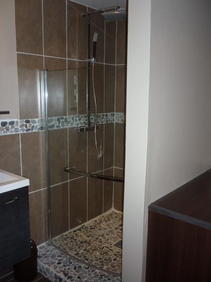 vue de l'entrée sur la douche
