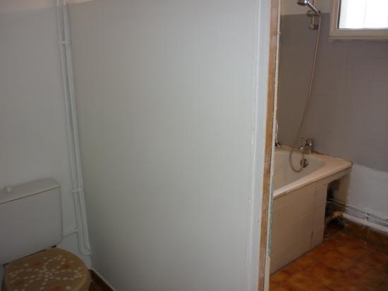 cloison entre wc et baignoire