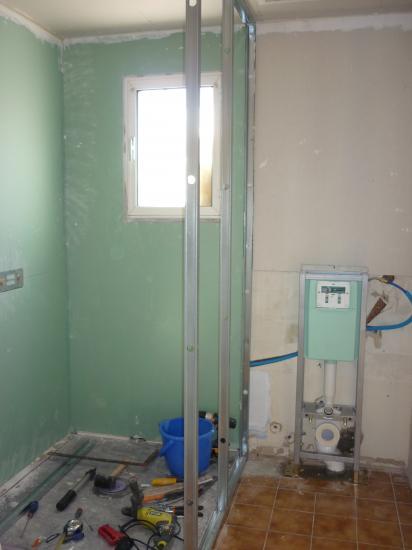montage rails et montant pour cloison douche/wc