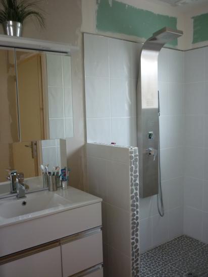 meuble de salle d eau à l'abri des projections d'eau en cas de douche à plusieurs... !!