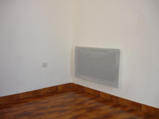 Pose du nouveau radiateur, mise en place support, retouche peinture