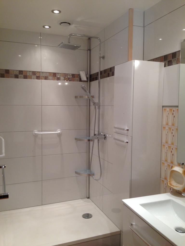 espace douche avant mise en place porte coulissante
