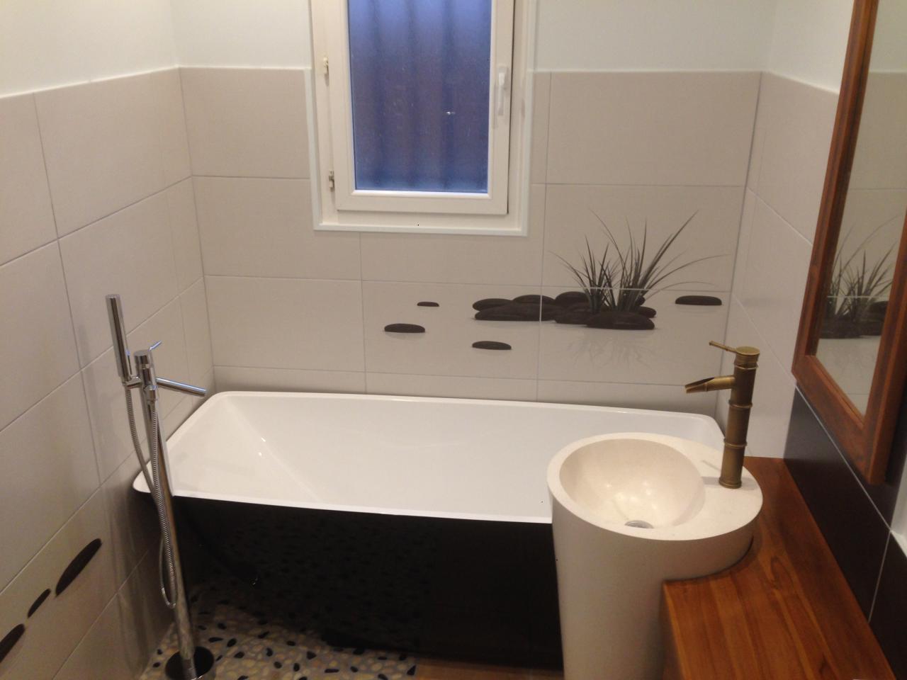 espace bain et lavabo intégré