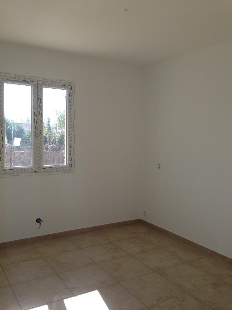 Application peinture de finition blanc mat dans chambre