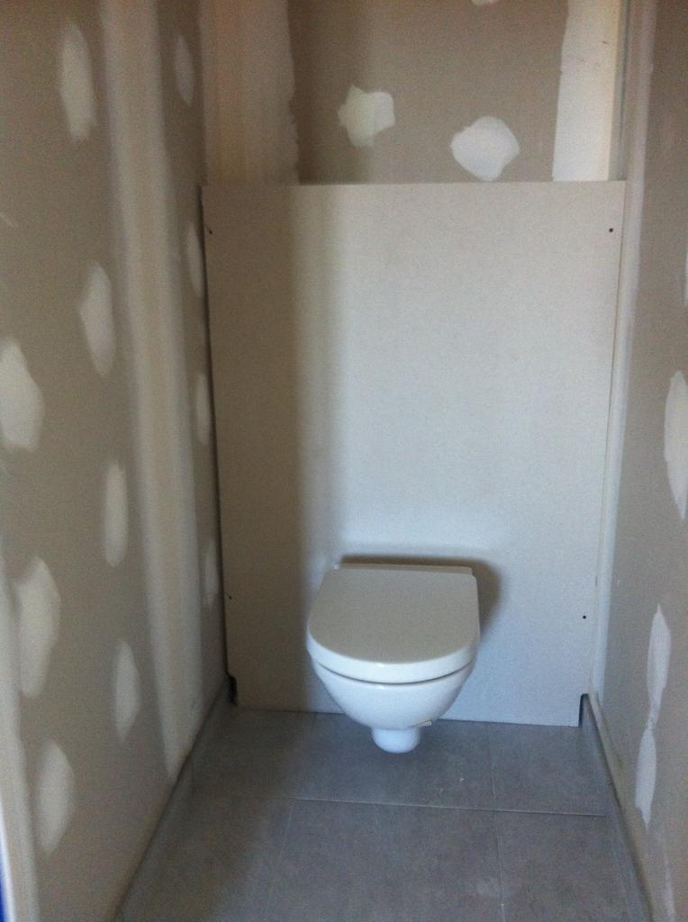 realisation de wc suspendu camaret. Black Bedroom Furniture Sets. Home Design Ideas