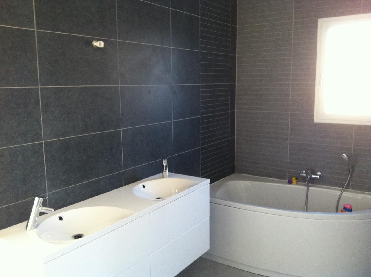 Realisation d 39 une salle de bains douche et baignoire camaret - Mettre une douche a la place d une baignoire ...