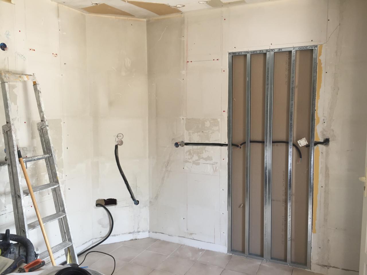 réalisation de la fermeture de la porte d'entrée cuisine